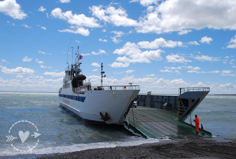 Il traghetto al confine tra Argentina e Cile