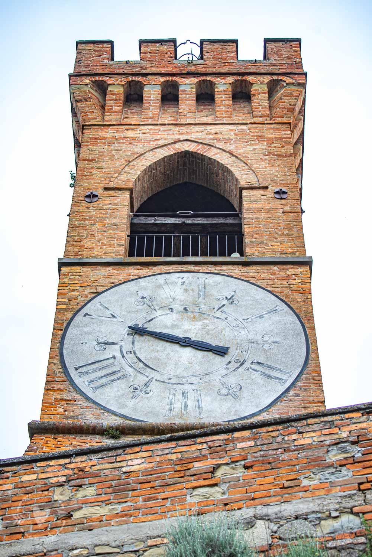 Il Borgo medievale di Brisighella cosa vedere La torre dell'orologio